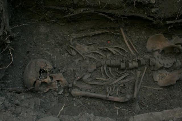 Exhumacion Roncal Erronkari hobitik ateratzea